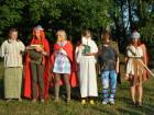 Zleva: Bonemína, Majestatix, Trubadix, Panoramix,??,římský legionář.