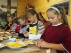 světlušky při tvoření chlebíčků
